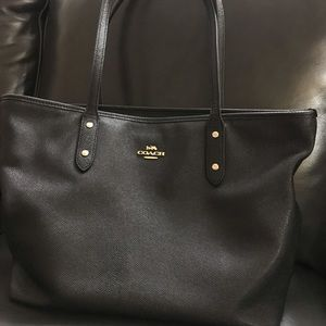 Coach black leather bag with zip